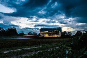 Bouwtent van een corsowagen in de avond van Wilko Visscher