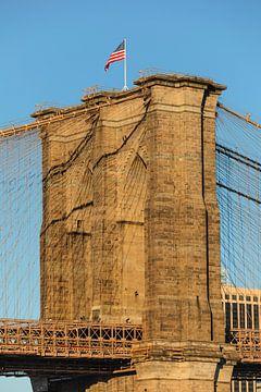 Amerikanische Flagge auf der Brooklyn Bridge, New York City von Markus Lange