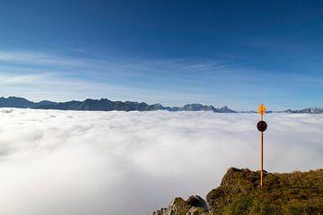 Über den Wolken von Raf Eussen
