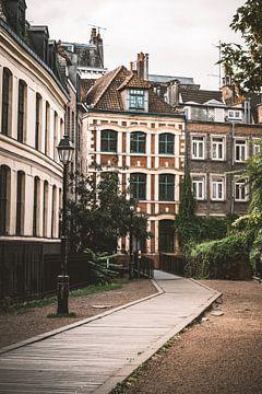 Une petite rue de Lille en France sur Bryan Van Tiggelen