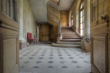 Treppe in einem verlassenen Schloss von Kristof Ven