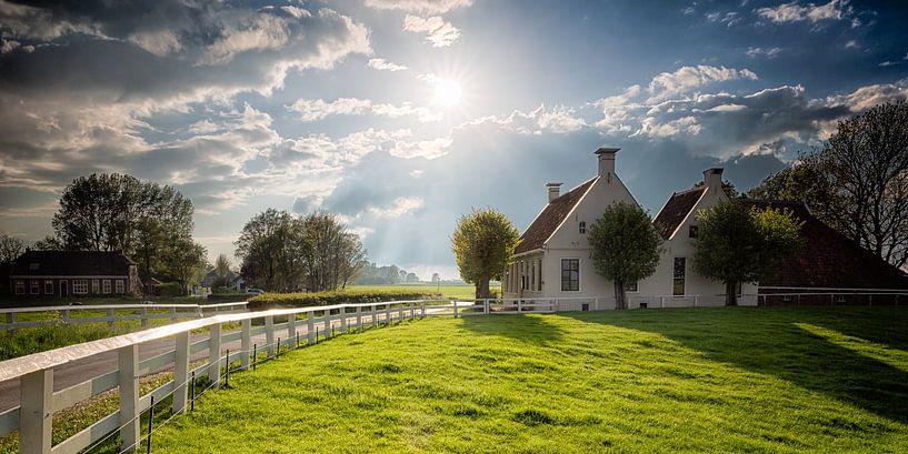 Langs de oude zomer dijk - Aduarderzijl, Groningen van Bas Meelker