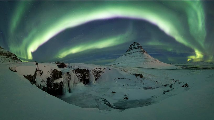 Noorderlicht boven de Kirkjufell berg von Sven Broeckx