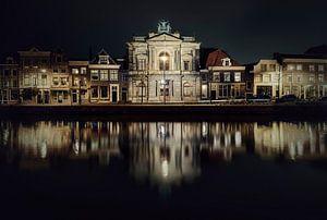 Haarlem: Teylers museum bij nacht.