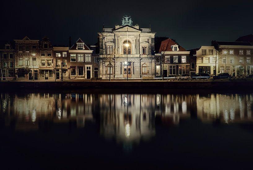 Haarlem: Teylers museum bij nacht. van Olaf Kramer
