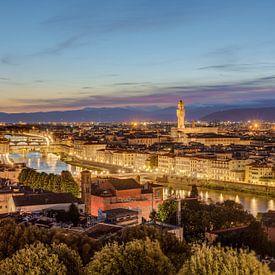 Florence in de avond van Michael Valjak