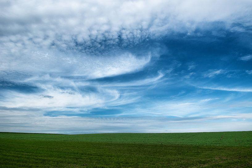 blauwe hemel van Jo Beerens