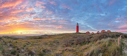 Texel Leuchtturm bei Sonnenuntergang. von
