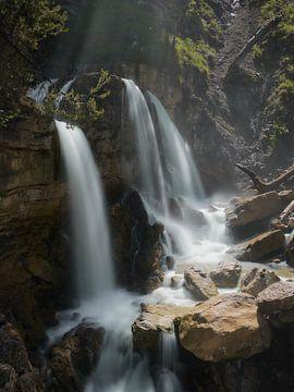 Kuhfluchtwasserfall im Sonnenlicht 1 von Max Schiefele