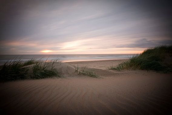 sfeer en licht op het strand