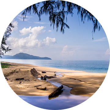 Mai Khao Beach, Phuket, Thailand van Raymond Gerritsen
