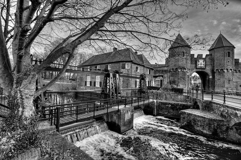 Koppelpoort historisch Amersfoort zwart-wit van Watze D. de Haan