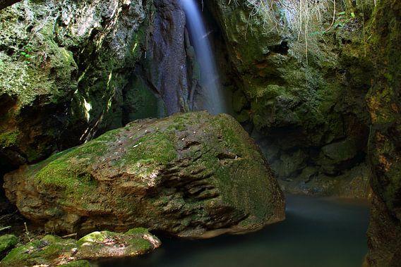Green Water Rock van Cornelis (Cees) Cornelissen