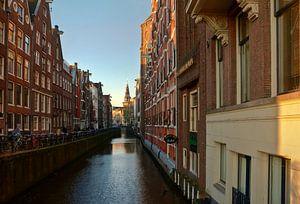 Zicht op de Oude Kerk in Amsterdam