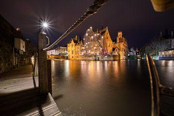 Huis Perez de Malvenda en Belfort of Brugge tijdens de kerstperiode van Marcel Derweduwen