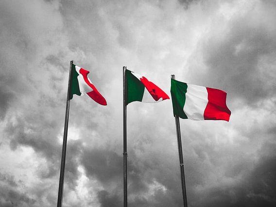 Dreimal die italienische Flagge in selektiver Farbe