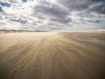 Langs de kust lijn. van Martijn Tilroe