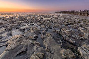 Das Wattenmeer bei Wierum während des Sonnenuntergangs von Dennisart Fotografie