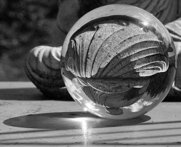 Zen in kristallen bol van Betty Heideman