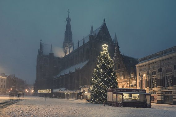 Haarlem: Kerstsfeer op de Grote Markt. van Olaf Kramer
