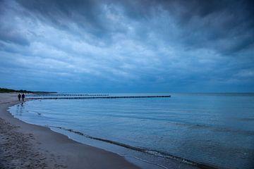 Blaue Stunde am Strand von Zingst von Christian Müringer