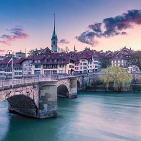 Oude binnenstad van Bern met de Aare van Leon Brouwer