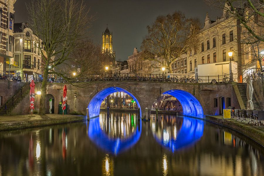 Domtoren, Bakkerbrug en Oudegracht in Utrecht in de avond