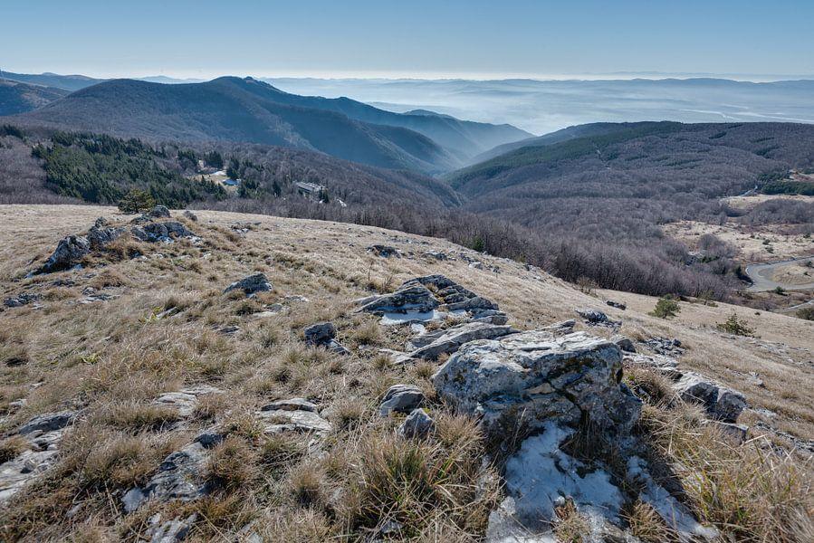 Ochtendmist in Bulgarije van Perry Wiertz