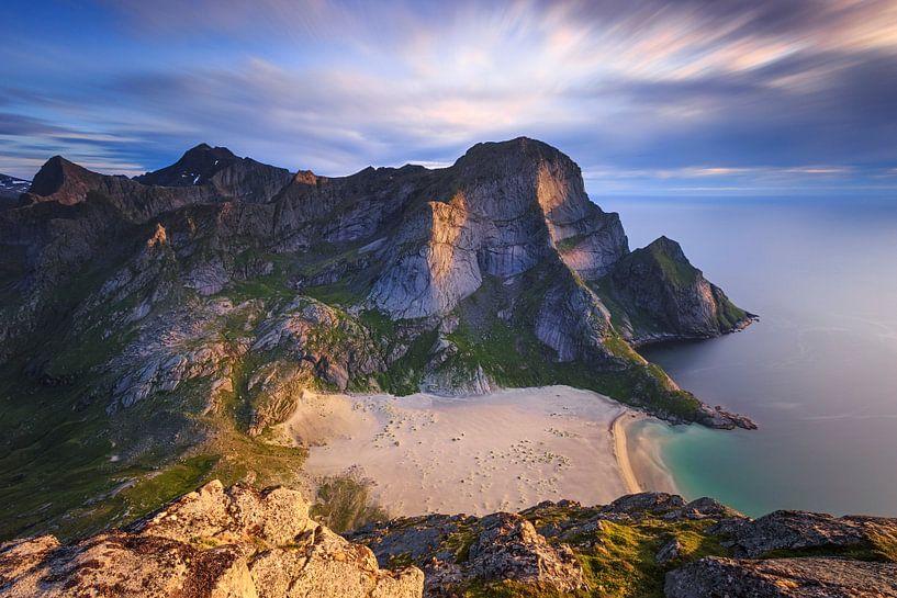 Het strand van Bunes, Lofoten van Sven Broeckx