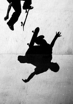 Skateboarder in Schwarz-Weiß von Gerrit de Heus