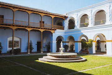 Kolonialer Innenhof in La Antigua, Guatemala. von Michiel Dros