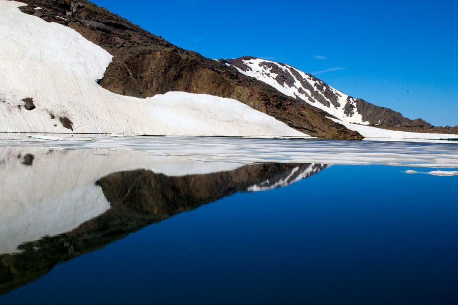 Snow Mountain Reflection van Cornelis (Cees) Cornelissen