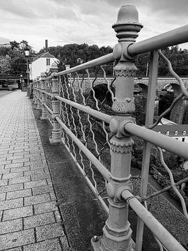 Ijzeren hek Luxembourg in zwart wit van Moniek van Rijbroek