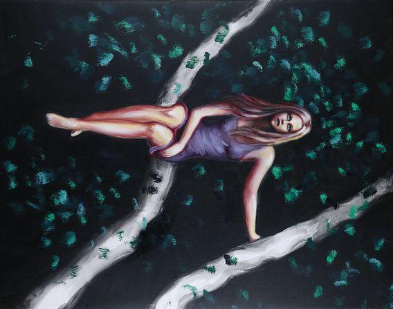 Meisje in boom van Marije du Bateau