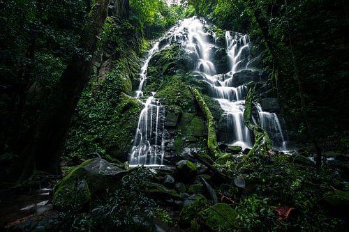 Waterfall in Rincon de la Vieja, Costa Rica von Martijn Smeets