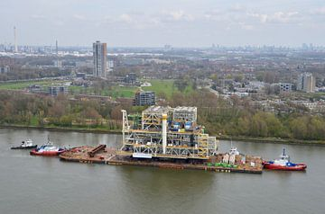 Zwaar transport over water van Marcel Schouten