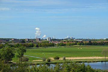 Landschap  met op de achtergrond de hoogovens van IJmuiden van R Verhoef