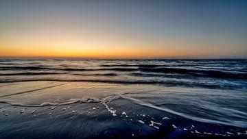 Zonsondergang Noordzeestrand van Rik Verslype