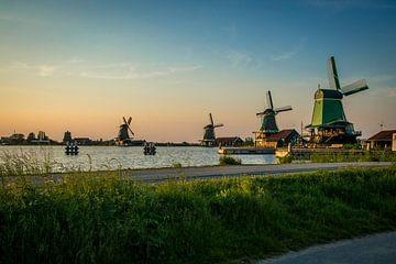 Nederlands landschap, zonsondergang Windmolens Zaanse Schans von Lotte Klous
