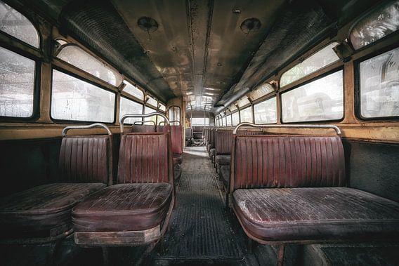 Oud en verlaten, wat is er in de bus gebeurd?