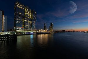 Maan boven Rotterdam van
