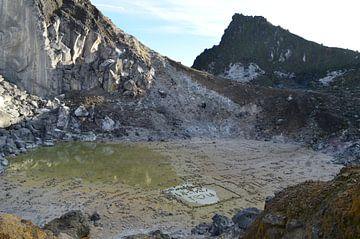 Op de top van de vulkaan van Esther Kruik
