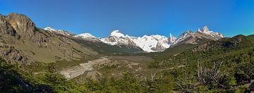 Bergpanorama Patagonië met Cerro Torre en Fitz Roy van Christian Peters