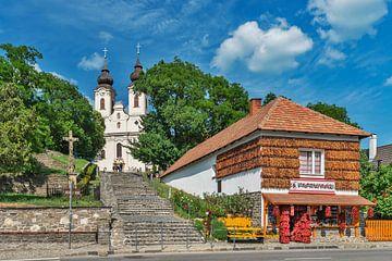 Paprikahaus und die Abteikirche in Tihany, Ungarn von Gunter Kirsch