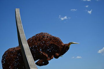 L'œuvre d'art bien connue du taureau sur l'Anneau de Redbull en Autriche sur Quint Wijnhoven