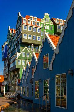 kleurrijk hollandse architectuur van Chris Es, van