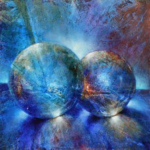 Twee blauwe knikkers