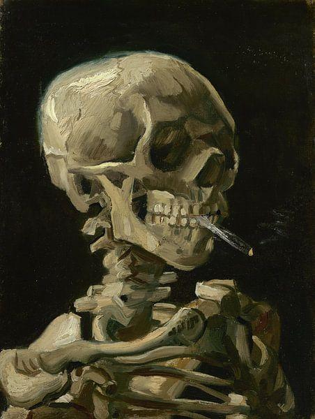 Kop van een skelet met brandende sigaret