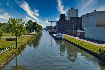 Over de Zuid-Willemsvaart het kanaal in Weert van J..M de Jong-Jansen