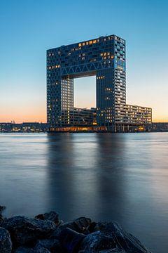 Pontsteiger bij zonsondergang, Houthavens, Amsterdam van Lizzy Komen